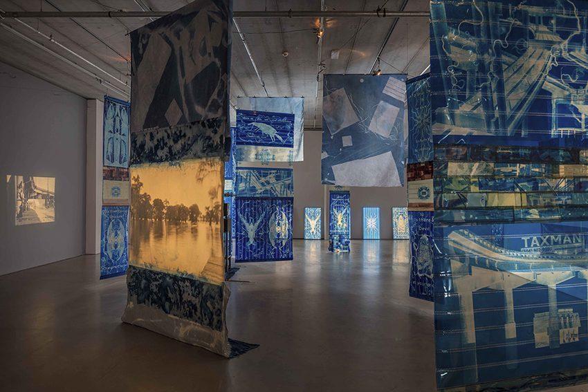 """Edgar Cleijne & Ellen Gallagher, installation view """"Highway Gothic"""" (2017), Bonniers Konsthall. Photo: Jean-Baptiste Béranger"""